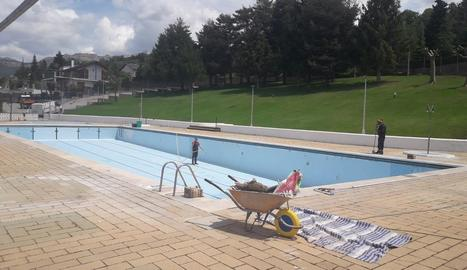 Els treballs que es porten a terme a les piscines.