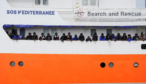Immigrants rescatats al Mediterrani per l'embarcació 'Aquarius'.