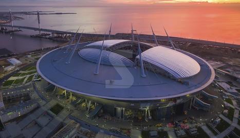 La zona superior del Zenit Arena consta d'una coberta elaborada i instal·lada per l'empresa IASO