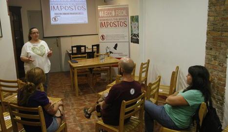 Una xarrada sobre l'objecció fiscal, ahir a l'Ateneu La Baula.