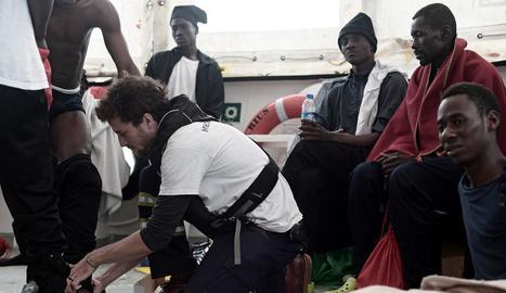 Imatge d'ahir de l'interior del vaixell amb els refugiats.