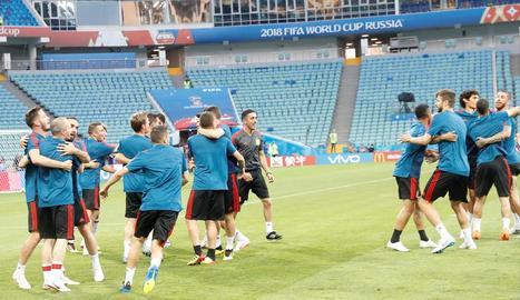 Els jugadors de la selecció espanyola, durant la sessió d'entrenament d'ahir a Sotxi.