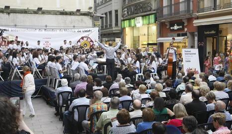 Un moment del concert de la formació de Xàtiva al costat de la Banda Municipal de Lleida.