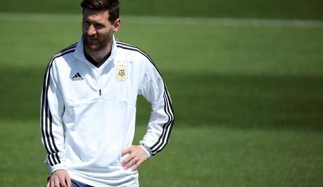 Leo Messi, durant la sessió d'entrenament de la selecció argentina prèvia al debut mundialista.