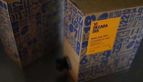 fruita dolça. A dalt, disseny genèric de capses per a pomes. A baix, capsa per a cireres per a botigues gurmet.