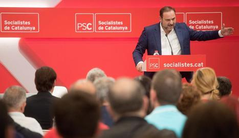 El ministre de Foment, José Luis Ábalos, ahir a Barcelona.