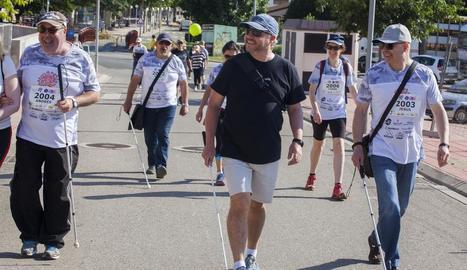 Un grup de corredors durant la celebració de la Cursa Stargardt Go.