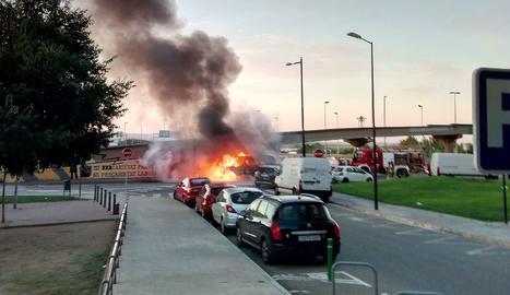 L'ambulància, en flames