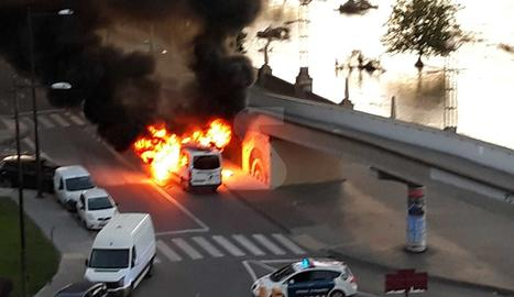 Crema una ambulància a Lleida