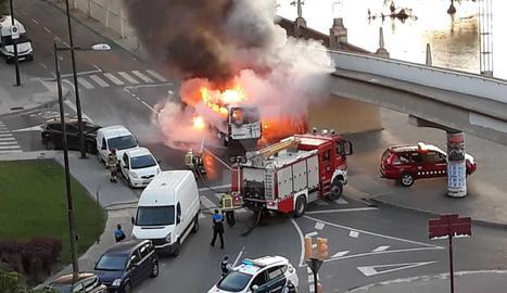 Quema una ambulancia en Lleida