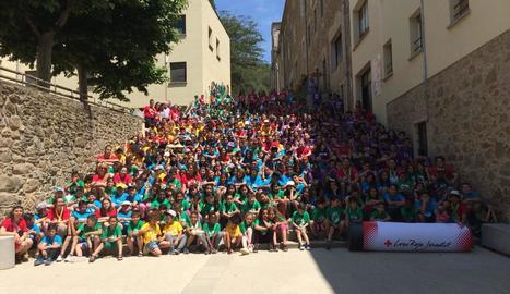 Fotografia grupal de tots els assistents i voluntaris, entre els quals es troben els 130 lleidatans, a Olot.