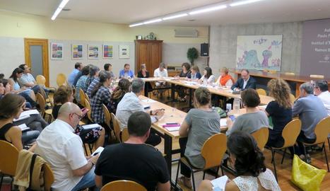 El consell escolar municipal d'ahir, en el qual Vega es va estrenar com a delegat d'Ensenyament.