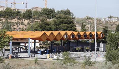 El peatge de l'autopista AP-2 a Lleida ciutat.