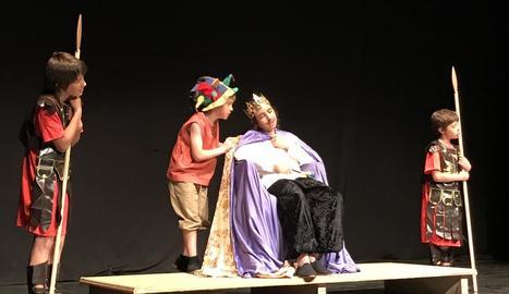 La secció juvenil del Grup Esclat va interpretar 'El rei meló'.