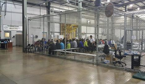 L''Aquarius' va deixar ahir València per seguir amb els rescats a Líbia.