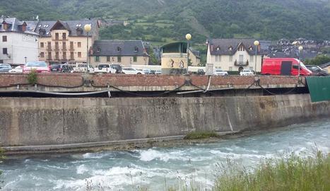 El mur que Vielha repararà dels danys per avingudes de la Garona i baixes temperatures a l'hivern.