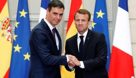 Pedro Sánchez i Emmanuel Macron durant la roda de premsa després de reunir-se al palau de l'Elisi.