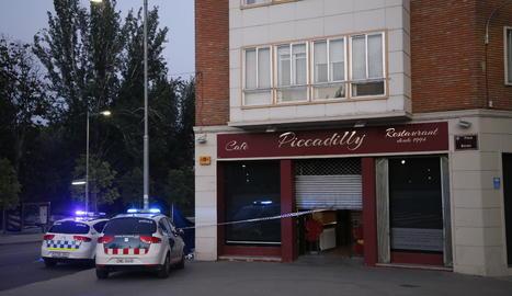 Mor un home d'uns 72 anys a la plaça Bores