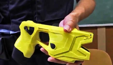 La pistola té dos cartutxos d'un sol ús.