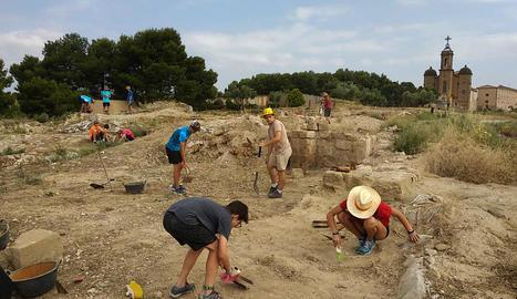 Una vintena de joves participa fins al 6 de juliol en una excavació arqueològica a Balaguer.
