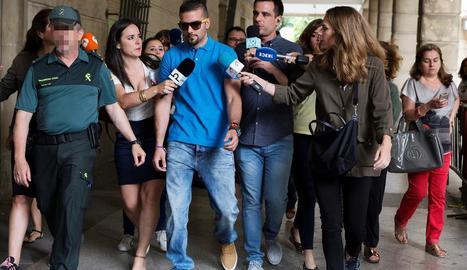 Un dels membres de La Manada durant la compareixença a un tribunal de Sevilla.