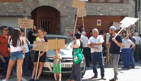 Manifestants a la protesta de Sort.