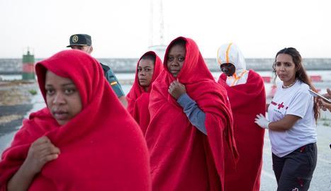 Els Serveis d'Emergències van atendre ahir 58 immigrants al port de Motril, a Granada.