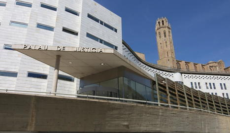 Vista general de l'entrada de l'Audiència de Lleida, als jutjats del Canyeret.