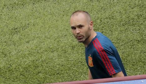 Andrés Iniesta ahir durant l'entrenament de la selecció espanyola.