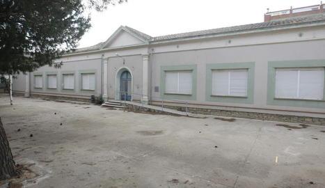 L'escola Francesc Feliu d'Aitona, que serà centre de serveis.