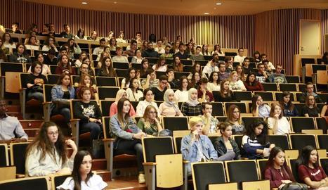 Imatge d'arxiu d'alumnes al campus de Cappont.
