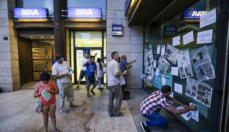 La PAH empapera diverses sucursals d'un banc