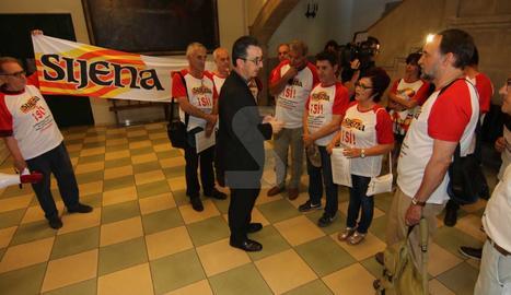 Un moment de l'actuació i lectura del manifest de la plataforma 'Sijena sí'