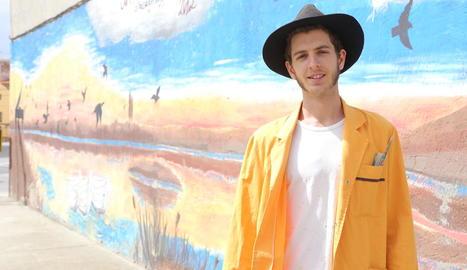 """Swen Schmitz: """"M'agrada donar visibilitat a les petites coses i tornar a la vida parets mortes"""""""
