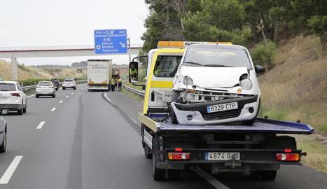 Imatge del cotxe implicat a l'accident que va tenir lloc a l'A-2 al seu pas per Lleida.