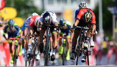 L'eslovac Peter Sagan, amb el mallot de campió del món en ruta, va aconseguir ahir el liderat del Tour de França.