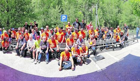 El grup de forjadors que han participat en la Fira del Ferro Pirinenc d'Alins.