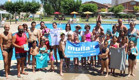 Un grup de nens i nenes saltant ahir a l'acte central del Mulla't a Lleida, que es va celebrar al Palau d'Anglesola.