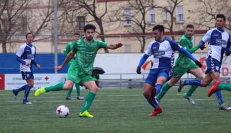 Xemi, en un partit amb el Cornellà, ja és nou jugador del Lleida Esportiu.