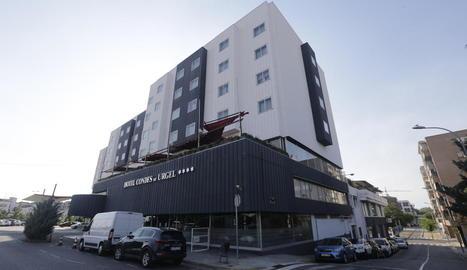Una nota informativa a l'entrada de l'hotel afirma que estarà tancat temporalment.