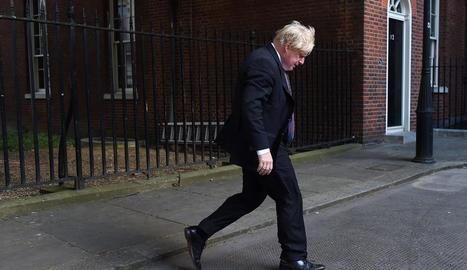 El ministre d'Exteriors, Boris Johnson, abandona Downing Street després del Consell de Ministres.