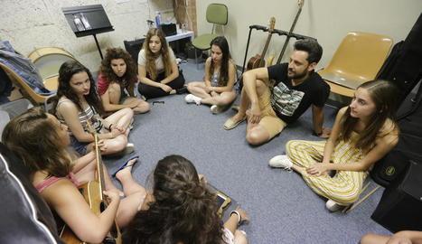 Una de les primeres classes del Campus Rock Lleida que van tenir lloc ahir a l'escola L'Intèrpret.