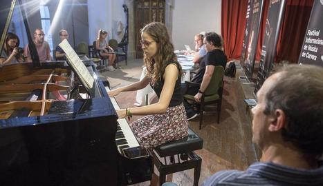 En la presentació, la pianista de Guissona Gal·la Sisquella va interpretar Chopin.