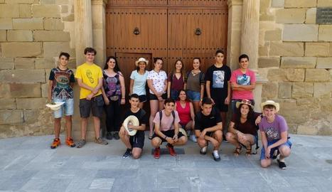 Els joves van arribar ahir a Linyola per fer de voluntaris.