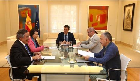 Sánchez va presidir la reunió amb la ministra, el president de la CEOE i els líders de CCOO i UGT.