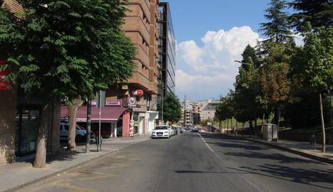 Vista de l'encreuament del carrer Salmerón amb Valentí Almirall, on ahir a la nit va ocórrer el robatori.