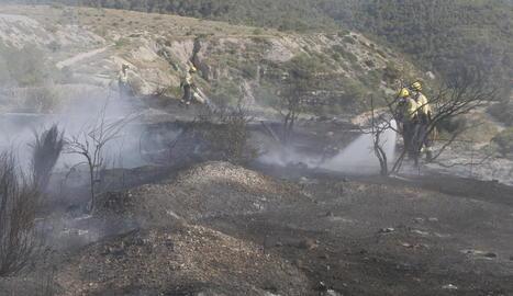 Cremen pneumàtics i matolls a Seròs