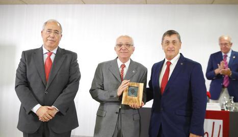 Lladonosa, entre el rector de la UdL i el president de la Xarxa.