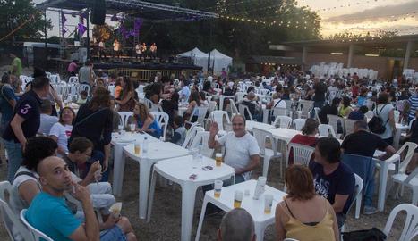 El Paupaterres arrancava ahir a la nit a Tàrrega amb fusió de ritmes de la Barcelona Ska-Jazz Orquestra.