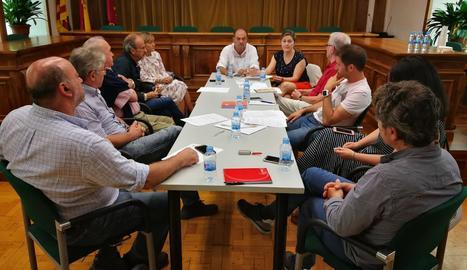 Imatge de la primera reunió del Consell de la Vila de Vielha.